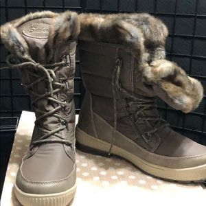 Fur lined Snow boots by Skechers.